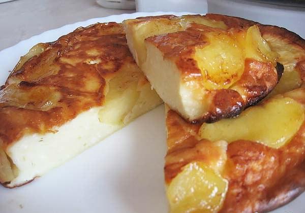 Рецепт шарлотки с обжаренными яблоками