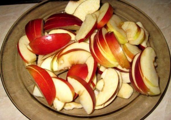 Шарлотка с творогом и яблоками без муки в мультиварке