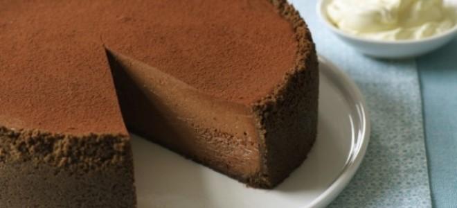 Приготовление шоколадно-творожного чизкейка без выпечки