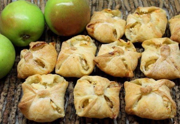 яблоки творог слойки