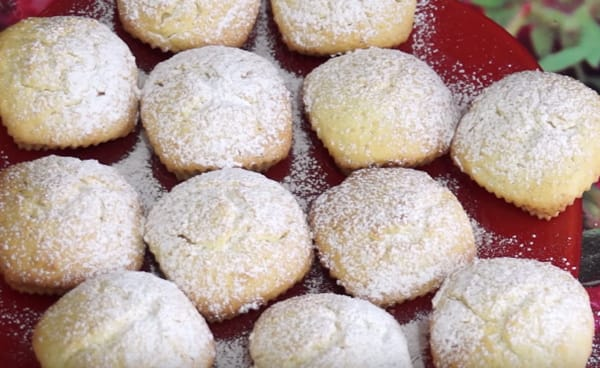 маффины в сахарной пудре