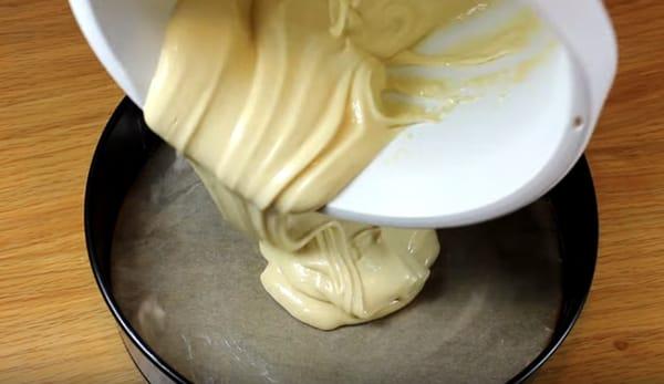 бисквитное тесто в форме