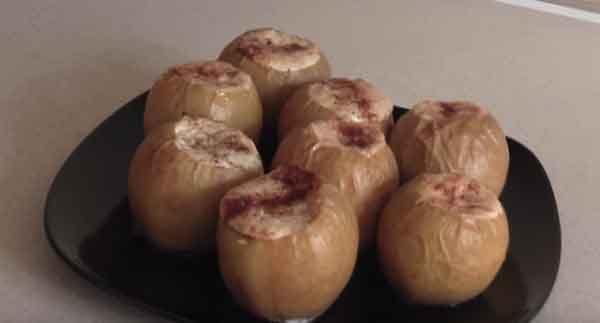 печеные яблоки с корицей и творогом