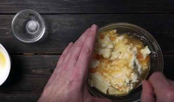 яйцо творог в миске