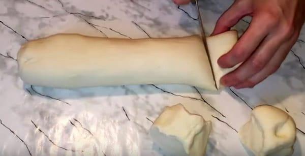 режем тесто