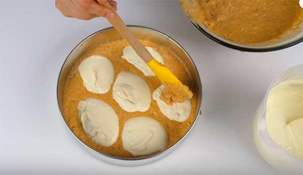 Вкусный рецепт морковного пирога с творожным кремом, орешками и лимонной цедрой