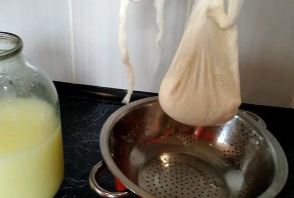 Простые способы приготовления творога из кислого молока в домашних условиях